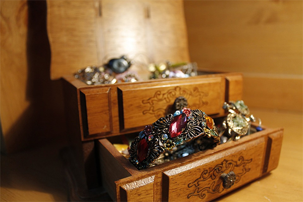 Jewelry And Antique Jewelry In The Berkshires